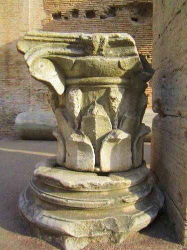 colosseum rome statue