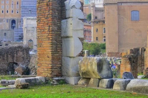 forum rome ruins
